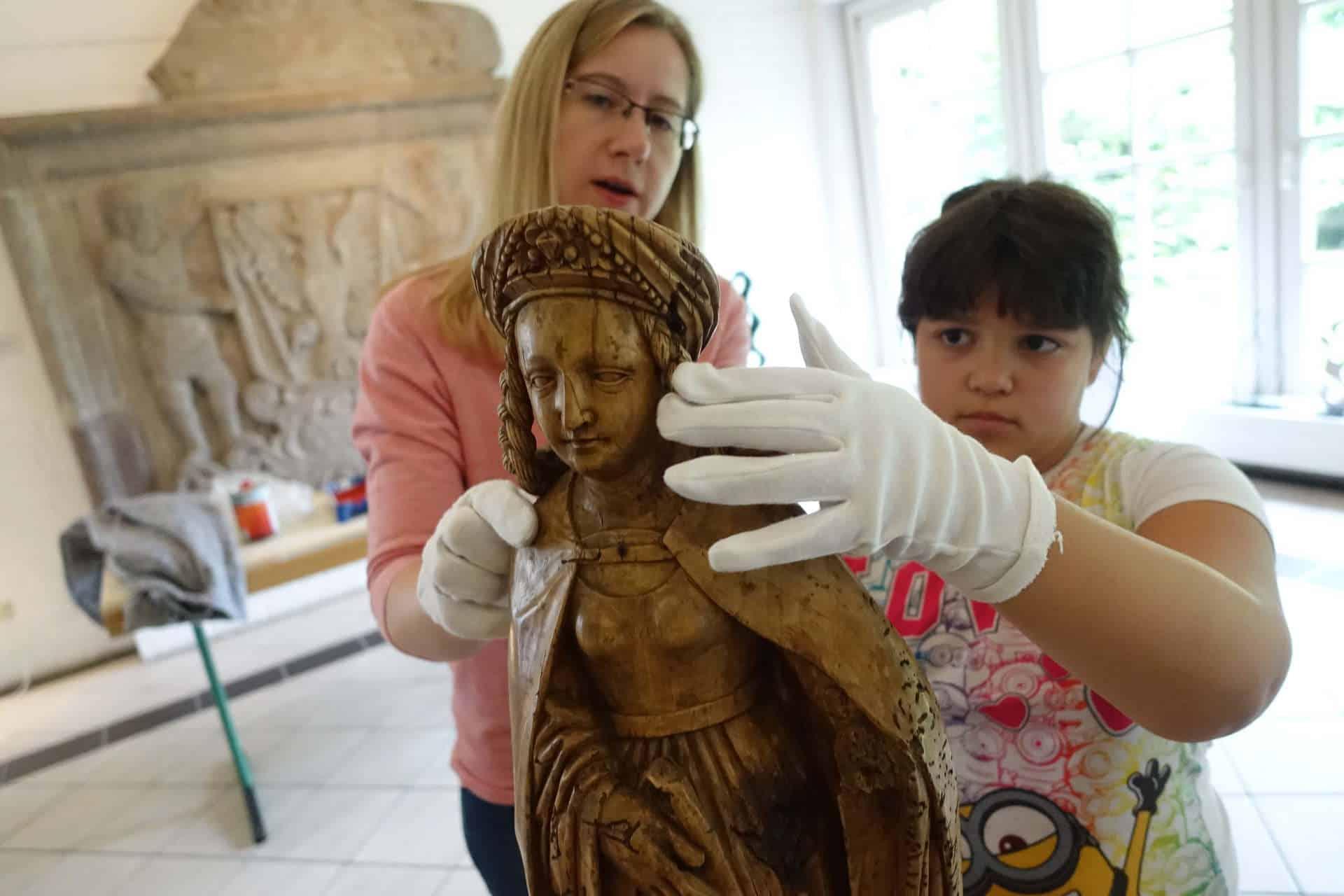 Partizipatives Kunstprojekt Goch Schnitzen mit Kindern