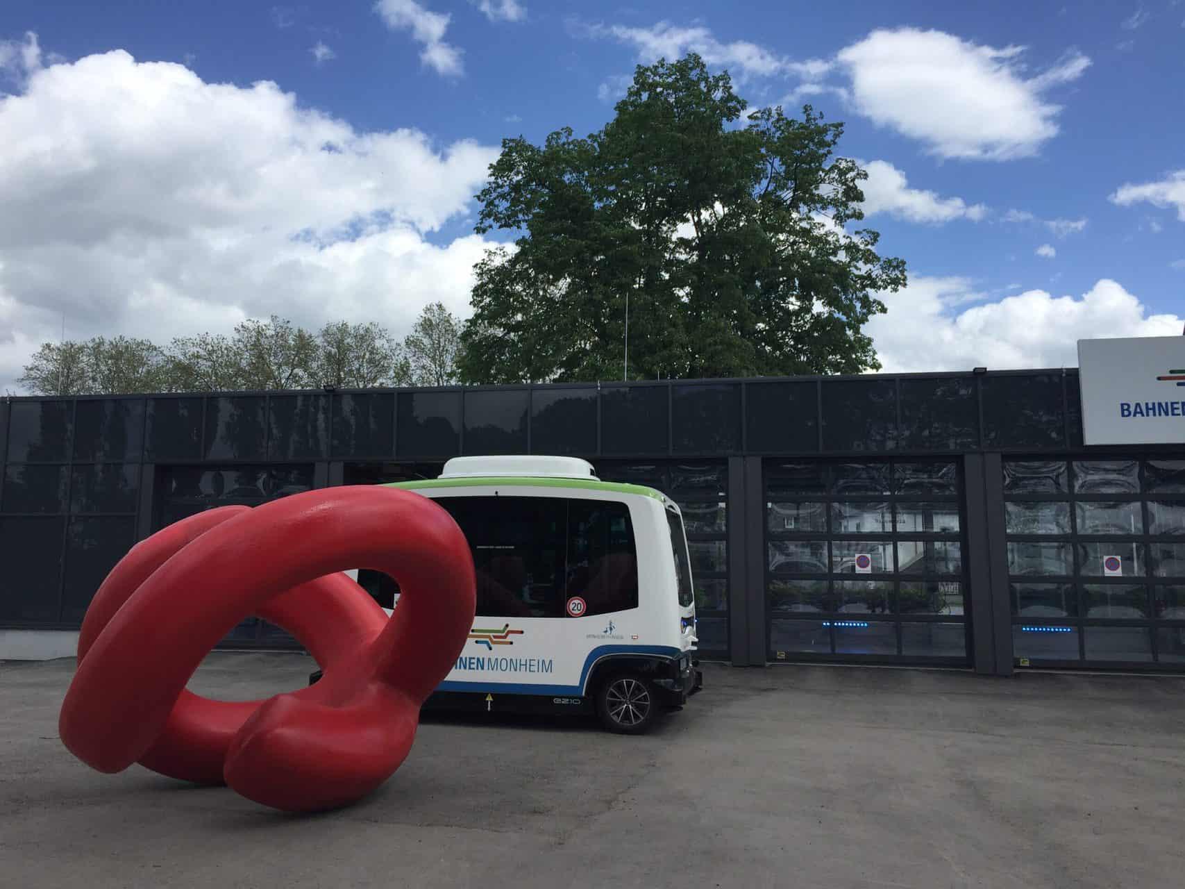 """Kunst-Aktion """"Bitte berühren!"""" in Monheim - Bewegungsskulptur Monami von Manfred Webel. Foto: Angela Behler"""